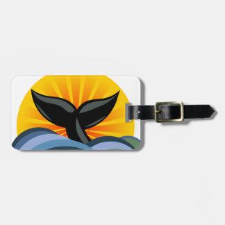 Resplandor solar de las olas oceánicas de la cola  etiquetas para maletas