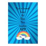 Resplandor solar del azul del unicornio del arco invitaciones personalizada
