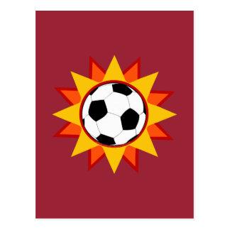 Resplandor solar del balón de fútbol postal