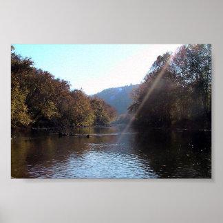 Resplandor solar sobre el río del remache, sudoest poster