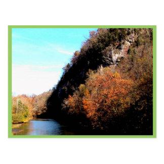Resplandor solar sobre el río del remache, sudoest postal