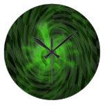 Resplandor verde de la tormenta relojes de pared