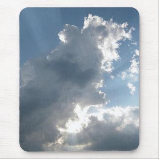 Resplandores solares en nubes alfombrilla de raton
