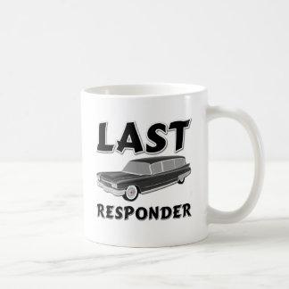 Respondedor pasado taza de café