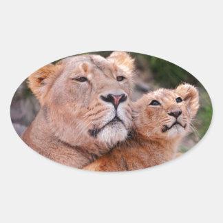 Resto de Cub de la leona y de león antes de la Pegatinas De Ovaladas