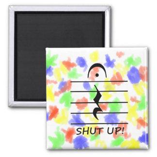 Resto de la notación de música con cerrado para ar imán cuadrado