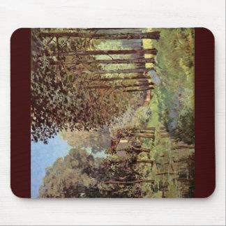 Resto en el Riverbank, por Sisley Alfred Alfombrilla De Ratón