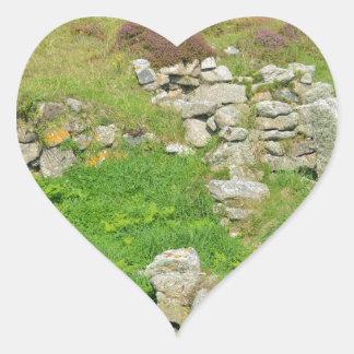 Restos antiguos en las islas de Scilly Pegatina En Forma De Corazón