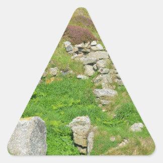 Restos antiguos en las islas de Scilly Pegatina Triangular
