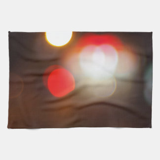 Resuma la imagen borrosa de luces circulares en la toalla de mano