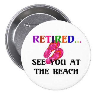 Retirado - véale en la playa, flips-flopes rosados pin redondo de 3 pulgadas