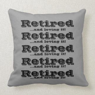 Retirado y el amor de él modificó la almohada del