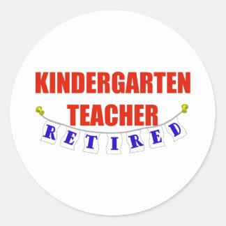 RETIRED KINDERGARTEN TEACHER CLASSIC ROUND STICKER