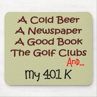 Retiro cerveza clubs de golf y 401K Tapetes De Ratón