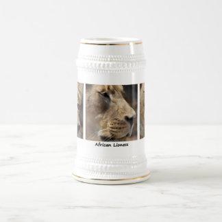 Retrato africano de la leona jarra de cerveza