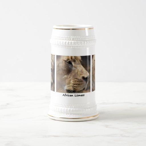 Retrato africano de la leona taza
