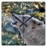 Retrato ártico del lobo gris del grito reloj de pared