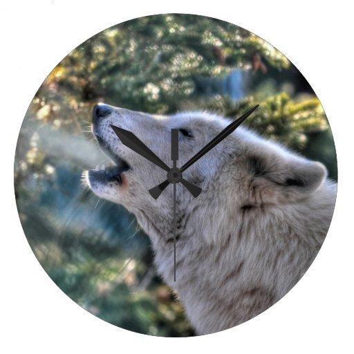 Retrato ártico del lobo gris del grito relojes de pared