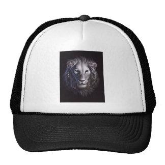 Retrato blanco de la cara del león gorro de camionero