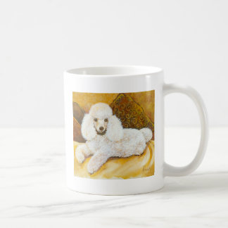 Retrato blanco del caniche tazas