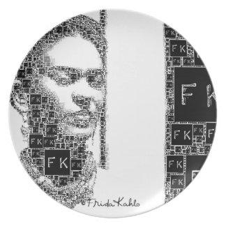 Retrato blanco y negro de Frida Kahlo Platos Para Fiestas
