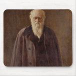 Retrato de Charles Darwin 1883 Tapetes De Ratones