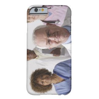 Retrato de cuatro profesionales médicos, estudio funda para iPhone 6 barely there