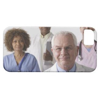 Retrato de cuatro profesionales médicos, estudio iPhone 5 funda