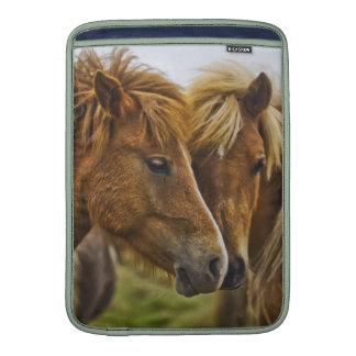Retrato de dos caballos funda macbook air