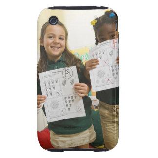 Retrato de dos chicas preescolares con A más y Carcasa Resistente Para iPhone