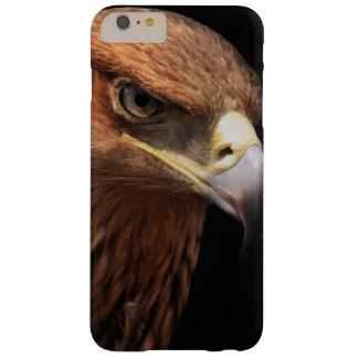 Retrato de Eagle aislado en negro Funda De iPhone 6 Plus Barely There