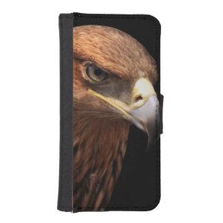 Retrato de Eagle aislado en negro Fundas Tipo Billetera Para iPhone 5