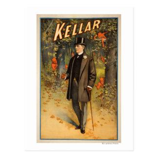Retrato de Kellar con el poster promocional de los Postales