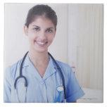 Retrato de la enfermera en hospital azulejos