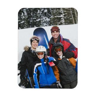 Retrato de la familia con las snowboard iman