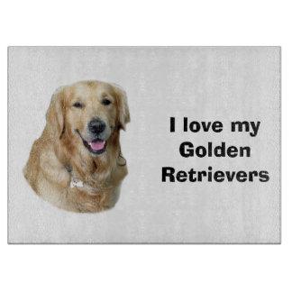 Retrato de la foto del perro del golden retriever tabla de cortar