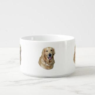 Retrato de la foto del perro del golden retriever tazón