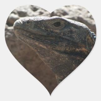 Retrato de la iguana pegatina en forma de corazón
