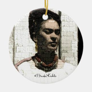 Retrato de la materia textil de Frida Kahlo Adorno Navideño Redondo De Cerámica