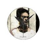 Retrato de la materia textil de Frida Kahlo Reloj Redondo Mediano