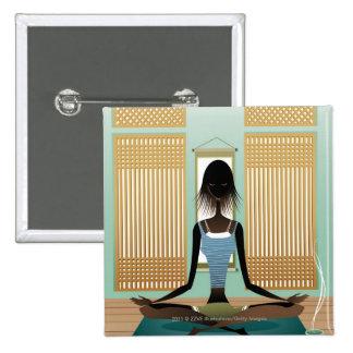 Retrato de la mujer joven que hace yoga pin cuadrado