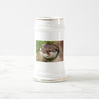 Retrato de la nutria jarra de cerveza