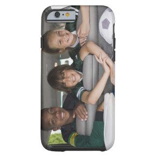 Retrato de niños sonrientes en coche funda de iPhone 6 tough