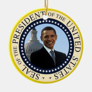 Retrato de Obama en sello presidencial oficial Adorno Navideño Redondo De Cerámica