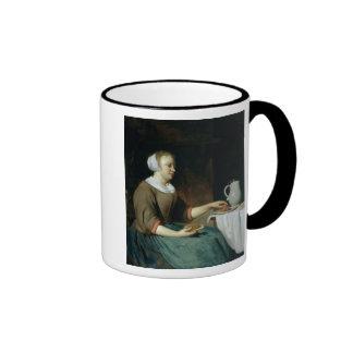 Retrato de un chica asentado en una tabla taza de café