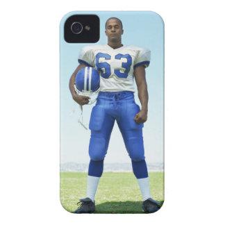 retrato de un futbolista que celebra un fútbol iPhone 4 carcasa