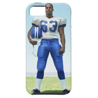 retrato de un futbolista que celebra un fútbol iPhone 5 carcasa
