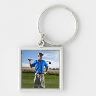 Retrato de un golfista en un día soleado llavero cuadrado plateado