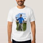 Retrato de un golfista en un día soleado playeras