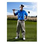 Retrato de un golfista en un día soleado postales